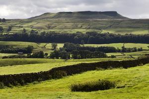 Addlebrough from Askrigg in Wensleydale, Yorkshire Dales, North Yorkshire, Yorkshire, England, UK by Mark Sunderland