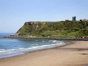 North Sands and Castle Hill, Scarborough, North Yorkshire, Yorkshire, England, UK, Europe by Mark Sunderland