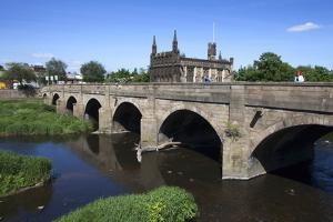 Wakefield Bridge and the Chantry Chapel by Mark Sunderland