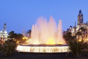 Illuminated Fountain on Plaza Del Ayuntamineto by Markus Lange