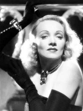 Marlene Dietrich, Ca. 1942