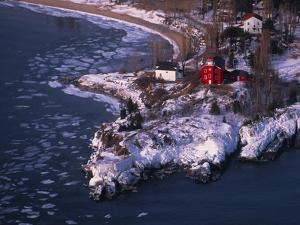 Marquette Harbor Lighthouse and Maritime Museum in winter, Marquette, Michigan, USA