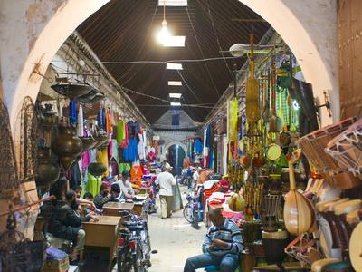 https://imgc.allpostersimages.com/img/posters/marrakech-morocco-north-africa-africa_u-L-PFK9W40.jpg?p=0