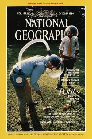 Cover of the October, 1984 National Geographic Magazine by Martha Cooper