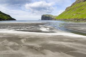 Beach at Tjornuvik, sea stacks Risin and Kellingin. Denmark, Faroe Islands by Martin Zwick