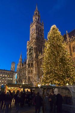 Christmas market in Marienplatz, Munich, Bavaria, Germany. by Martin Zwick