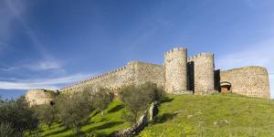 Mountain village and castle Evoramonte in the Alentejo. Portugal by Martin Zwick