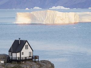 Small town of Uummannaq, northwest Greenland. Background the glaciated Nuussuaq Peninsula. by Martin Zwick