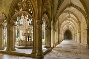 The fountain and water basin in the Claustro Real, royal cloister. Monastery of Batalha, Portugal by Martin Zwick