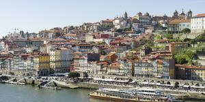 View from Vila Nova de Gaia towards Porto with the old town. The old town is listed as UNESCO World by Martin Zwick