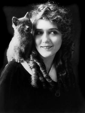 Mary Pickford (b/w photo)