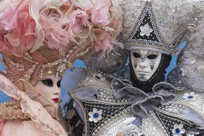 https://imgc.allpostersimages.com/img/posters/masks-and-costumes-carnival-venice-veneto-italy-europe_u-L-PWFGBV0.jpg?p=0
