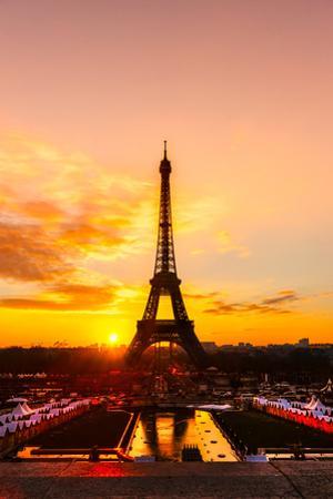 Eiffel Tower at Sunrise, Paris. by MasterLu