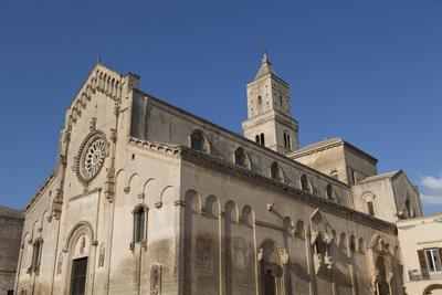 https://imgc.allpostersimages.com/img/posters/matera-cathedral-dominates-the-sassi-area-of-matera-basilicata-italy-europe_u-L-PQ8M6N0.jpg?artPerspective=n