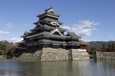 https://imgc.allpostersimages.com/img/posters/matsumoto-jo-wooden-castle-matsumoto-central-honshu-japan-asia_u-L-PWFJ0N0.jpg?p=0
