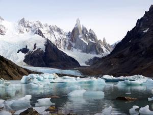 Fitz Roy Range, Andes, Patagonia Argentina by Maureen Eversgerd