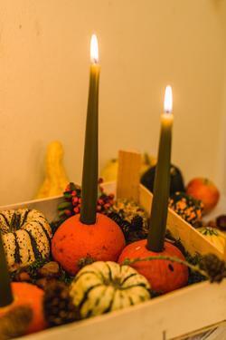 autumnal decoration, pumpkins, candles, detail, by mauritius images