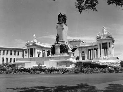 https://imgc.allpostersimages.com/img/posters/maximo-gomez-monument-havana-1953_u-L-PPQUCA0.jpg?p=0