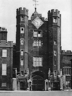 Brick Gatehouse for a Royal Hunting Lodge in St James'S, London, 1926-1927 by McLeish