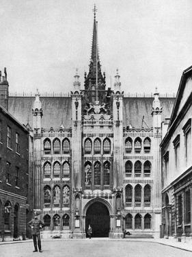 Gateway of the Guildhall, London, 1926-1927 by McLeish