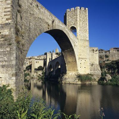 https://imgc.allpostersimages.com/img/posters/medieval-bridge-besalu-catalunya-costa-brava-spain_u-L-PWFAPZ0.jpg?p=0