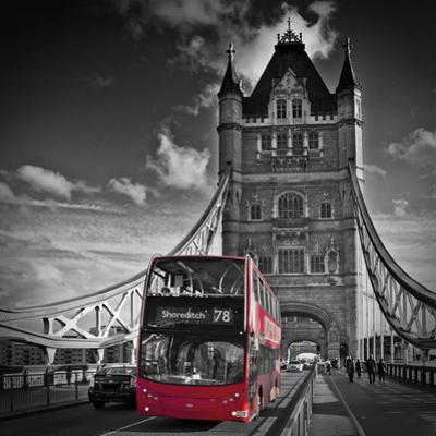 London Tower Bridge & Red Bus