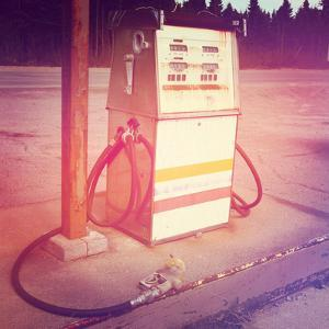 Old Gas Pump by melking