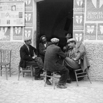 Men in Conversation in Accettura