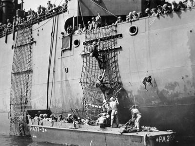 https://imgc.allpostersimages.com/img/posters/men-of-the-3rd-us-marine-division-descend-into-a-higgins-landing-boat_u-L-PQ17I70.jpg?p=0