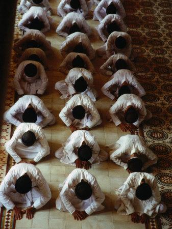 https://imgc.allpostersimages.com/img/posters/men-praying-in-caodai-great-temple-tay-ninh-vietnam_u-L-P4FTLX0.jpg?p=0
