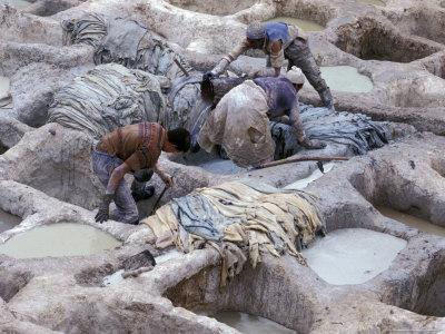 https://imgc.allpostersimages.com/img/posters/men-working-tannery-vats-in-the-medina-fes-morocco_u-L-P586T00.jpg?p=0