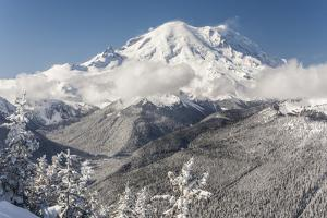 Usa, Washington State, Crystal Mountain. Snow-covered Mount Rainier viewed from Lucky Shot ski run by Merrill Images