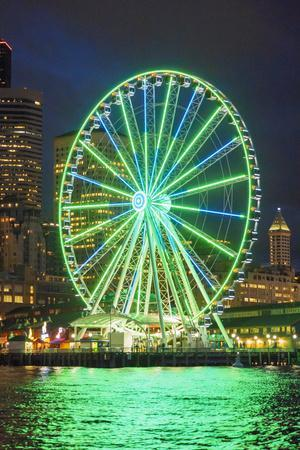 USA, Washington State, Seattle. The Seattle Great Wheel on the waterfront.