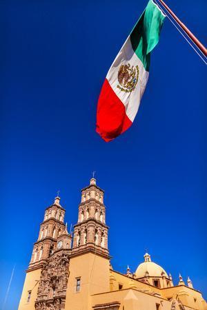https://imgc.allpostersimages.com/img/posters/mexican-flag-parroquia-catedral-dolores-hidalgo-mexico_u-L-Q1D0FYH0.jpg?p=0