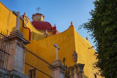 https://imgc.allpostersimages.com/img/posters/mexico-guanajuato-basilica-colegiata-de-nuestra_u-L-Q1D07N40.jpg?p=0