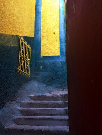 https://imgc.allpostersimages.com/img/posters/mexico-guanajuato-colorful-back-alley-stairs_u-L-Q1D0BV60.jpg?p=0
