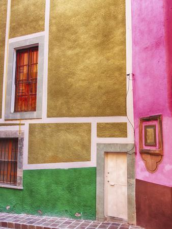 https://imgc.allpostersimages.com/img/posters/mexico-guanajuato-colorful-back-alley_u-L-Q1D08Q80.jpg?p=0