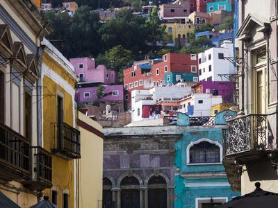 https://imgc.allpostersimages.com/img/posters/mexico-guanajuato-colorful-back-alley_u-L-Q1D09UJ0.jpg?p=0