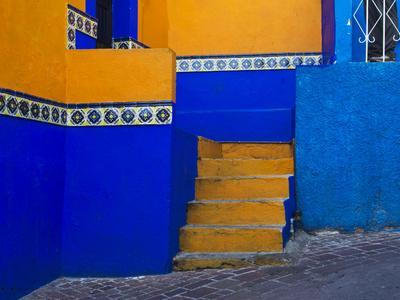 https://imgc.allpostersimages.com/img/posters/mexico-guanajuato-colorful-back-alley_u-L-Q1D0C4S0.jpg?p=0