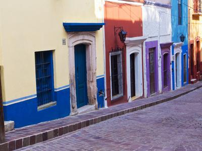 https://imgc.allpostersimages.com/img/posters/mexico-guanajuato-colorful-back-alley_u-L-Q1D0CTO0.jpg?p=0