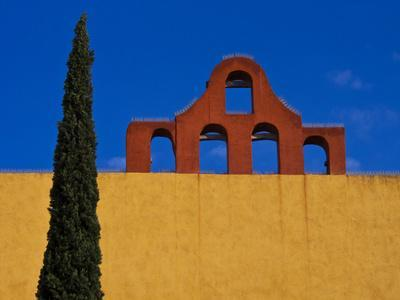 https://imgc.allpostersimages.com/img/posters/mexico-san-miguel-de-allende-blue-sky-city-wall-and-cypress-tree_u-L-Q1D0BHE0.jpg?artPerspective=n