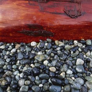 Log on Pebbles by Micha Pawlitzki