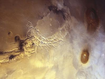 Arcuate Graben System of Noctis Labyrinthus on Mars