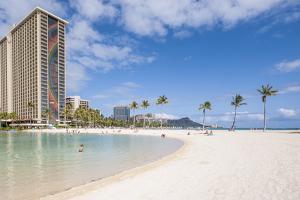 Hilton Lagoon, Waikiki Beach, Waikiki, Honolulu, Oahu, Hawaii by Michael DeFreitas