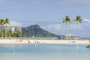 Waikiki Beach and Diamond Head, Waikiki, Honolulu, Oahu, Hawaii, United States of America, Pacific by Michael DeFreitas