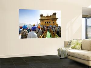 Crowds Waiting to Enter Golden Temple by Michael Gebicki