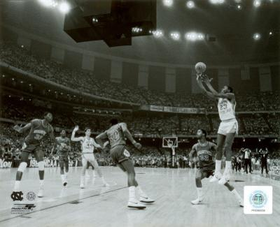 Michael Jordan shoots winning basket in UNC 1982 NCAA Finals against Georgetown