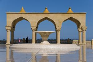 Aserbaidschan Bibi Heybat Mosque Near Baku, Azerbaijan by Michael Runkel