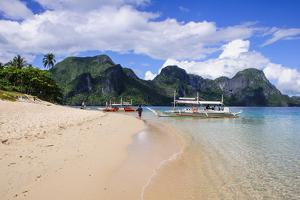 Long Sandy Beach in the Bacuit Archipelago, Palawan, Philippines, Southeast Asia, Asia by Michael Runkel