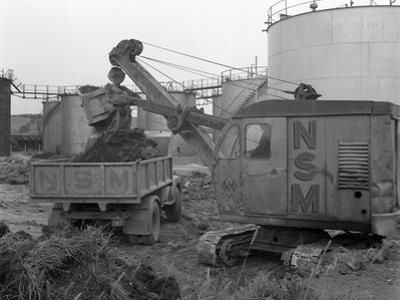 Thomas Smith Super 10 Earth Mover Working at the Shell Plant, Sheffield, South Yorkshire, 1961 by Michael Walters
